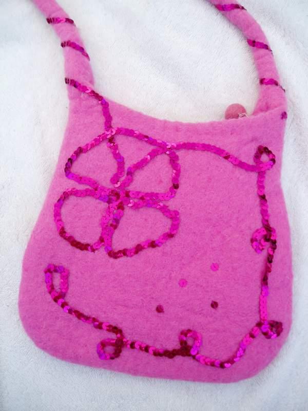 sac à main customisé brodé