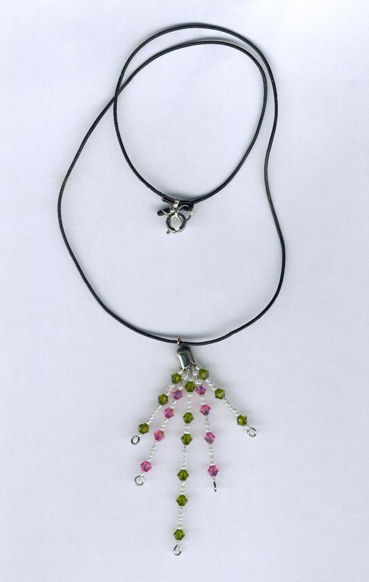 Collier avec pendentif et perles Swarovski