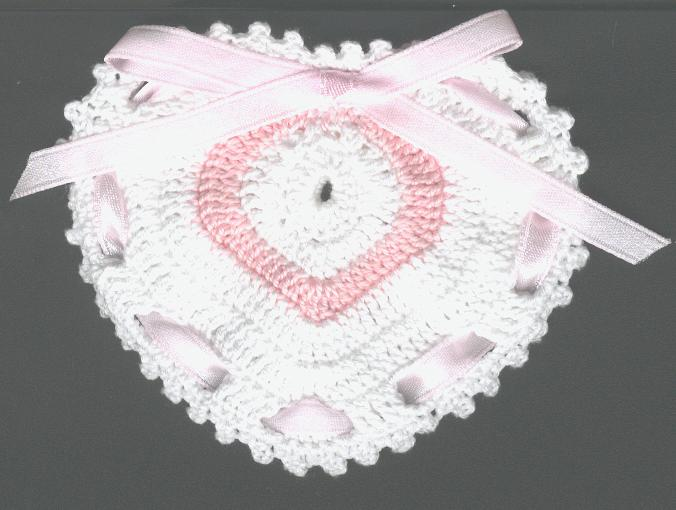 COEURS AU CROCHET Bonbonniere-coeur-crochet