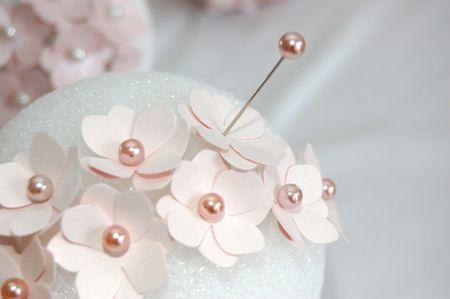 Tutoriel pour faire une boule pomander en fleurs de papier - Fabriquer une boule en papier ...
